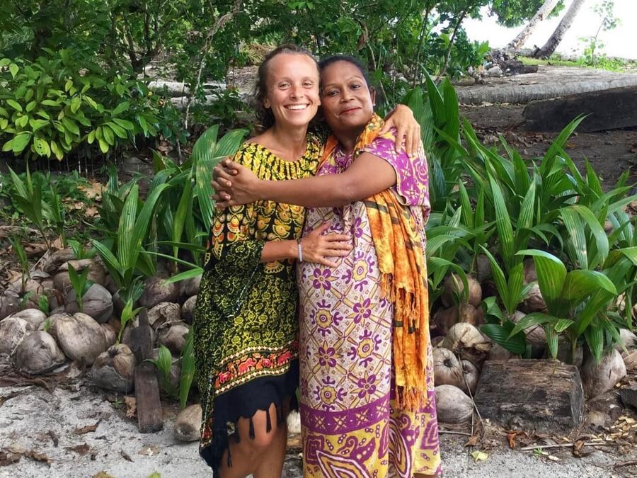 A native person in West-Papua and me hugging. This is how we learn a language fast in 6 months!